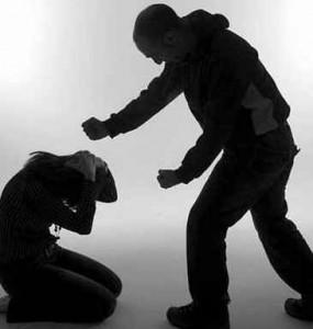 Mulheres: Agressões domésticas têm aumentado e métodos são cada vez mais violentos - APAV